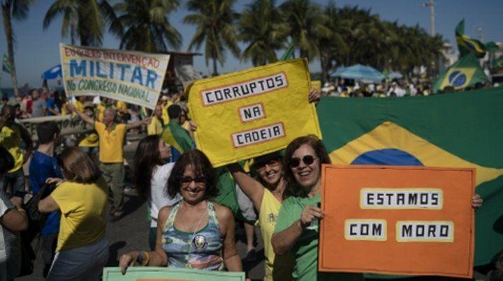 Respaldo. Manifestantes a favor de Moro en Río de Janeiro.