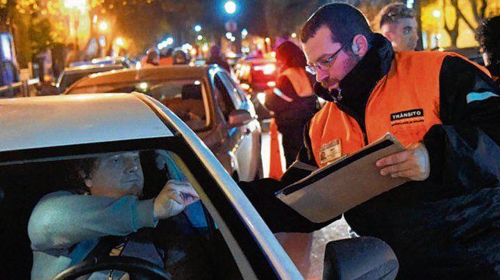 En las calles. Agentes de control realizaron los tests.