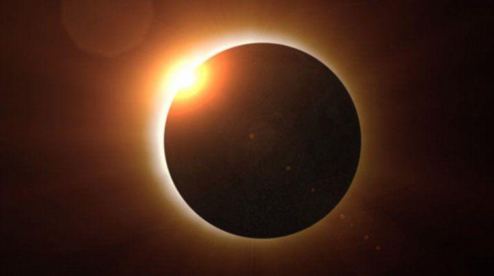 Advierten que el eclipse solar solo debe mirarse con gafas con filtros especiales