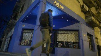 Santiago y Rivadavia. El minibar Acqua, donde Alvaro Norese fue atacado el domingo a las 23.