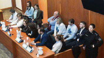 Acusadores. Fiscales y querellantes, ayer, en la sala de audiencias.