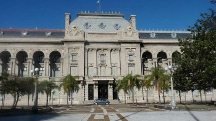 La comisión creada por Perotti estará hoy en la Casa de Gobierno.