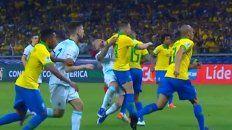 los dos penales que no vieron el arbitro ecuatoriano ni el var
