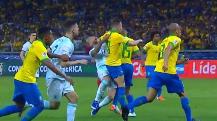 Los penales que no vieron el árbitro ecuatoriano ni el Var