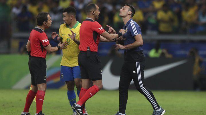 Scaloni dijo que Argentina fue superior y se quejó del árbitro