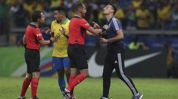 scaloni dijo que argentina fue superior y se quejo del arbitro