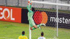 Tenazas. Alisson detiene con seguridad un tiro libre de Messi que parecía que se metía con el partido 0-1.
