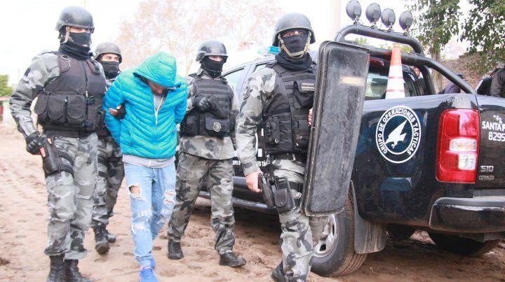 Cinco detenidos por abuso de armas, usurpación de casas y amenazas