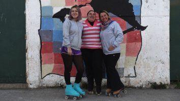 En trío. (de izq. a derecha)Ticiana (guía), Brenda y Laura (entrenadora), en un recreo del entrenamiento.