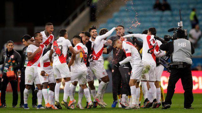 Perú derrotó a Chile, que será rival de Argentina por el tercer puesto