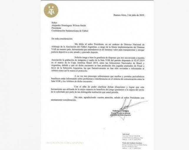 Medios brasileños afirman que Bolsonaro bloqueó la seguridad del VAR