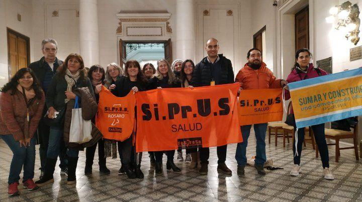Profesionales nucleados en Siprus estuvieron presentes en la Legislatura provincial.