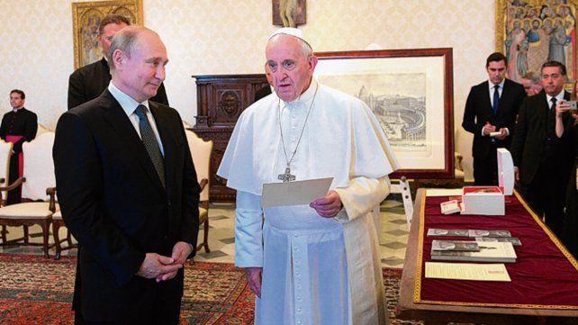 Recepción. Putin y Francisco en el despacho pontificio.
