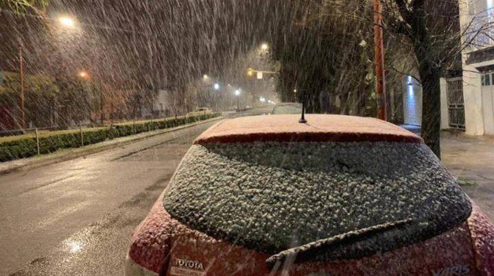 Cayó nieve en Tres Arroyos (@MeteoFedex).