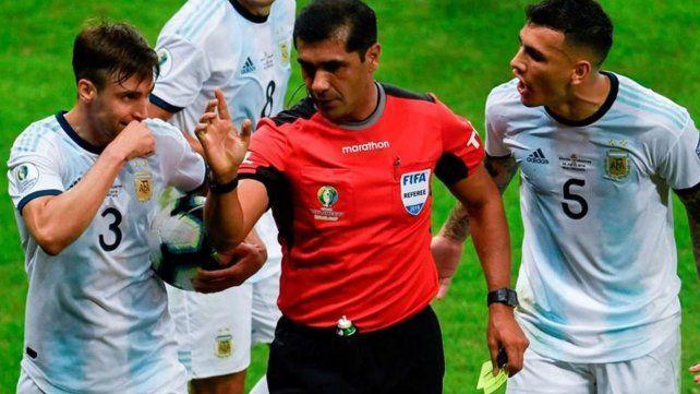 El árbitro decide si usa el VAR o no, fue la respuesta de Conmebol a AFA