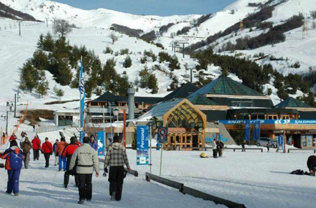 Cerro Catedral. La nieve y el esquí convocan a ir a la montaña
