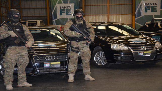Secuestrados. Algunos de los autos incautados a la banda de Los Monos durante uno de los allanamientos.