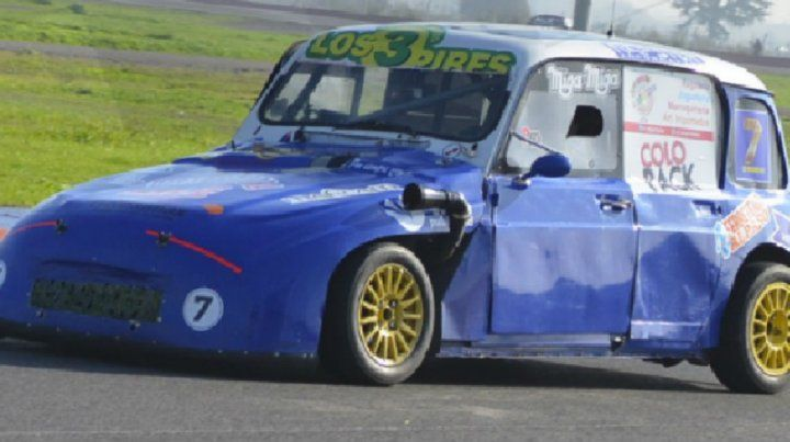 Rombo azul. Méndez clavó la pole con el Renault 4 en la categoría Promocional 850.