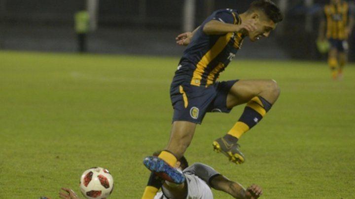 La peleó. El lateral derecho auriazul fue el autor del gol en el 1 a 1 contra Olimpia. Después erró un penal.