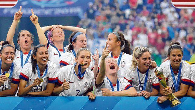 Las campeonas. Toda la alegría reflejada en cada rostro y el orgullo de posar con la medalla de oro. Las estadounidenses no dejaron dudas en la conquista del título.