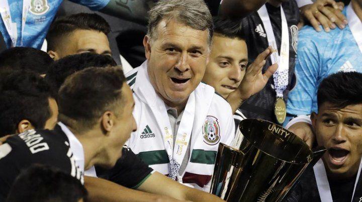 El rosarino Gerardo Martino se consagró campeón con la selección de México de la Copa Concacaf.