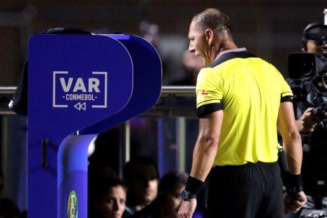 El VAR tuvo más intervenciones en la Copa América que en el Mundial