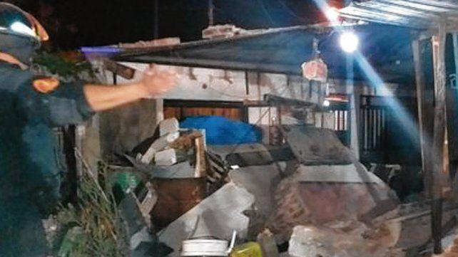 Escombros. Así quedó la vivienda que se derrumbó en Deán Funes 7655.