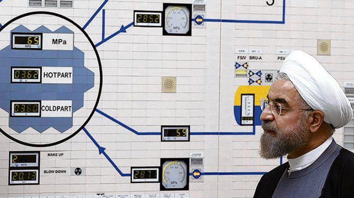 visita. El presidente Rohani recorre el reactor nuclear de Bushehr.
