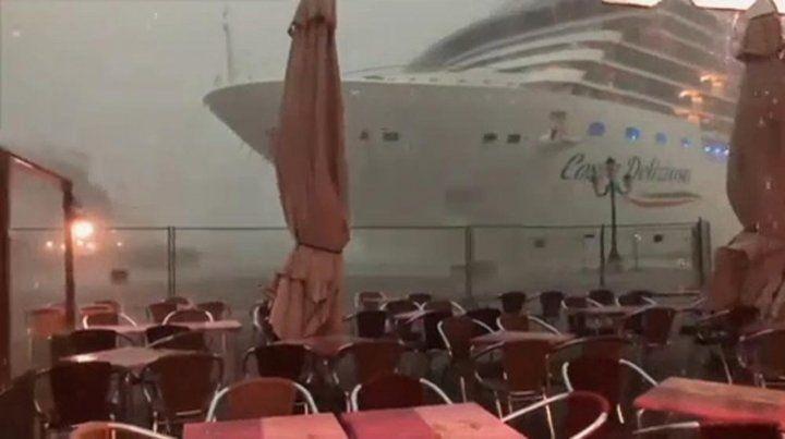 Otra vez un crucero estuvo a punto de chocar en Venecia