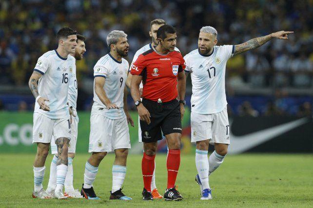 Sabía que el perdedor iba a buscar un culpable, dijo el árbitro de Argentina-Brasil