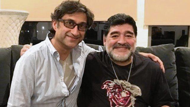 Diego y el director. Es difícil acercarse a Maradona