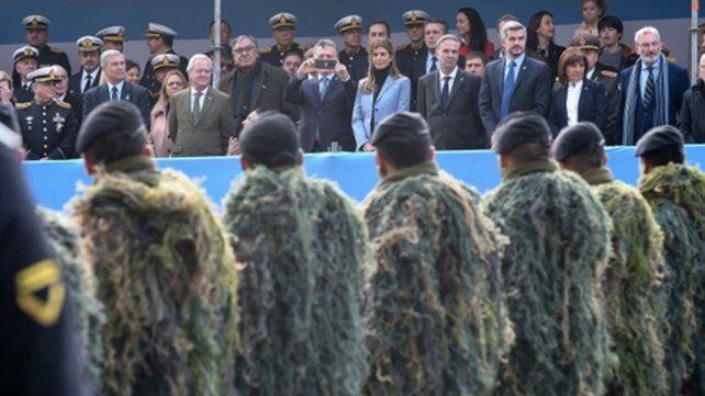En foco. El presidente Mauricio Macri aprovechó el desfile para tomar fotografías.