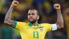 El capitán del seleccionado de Brasil, Dani Alves, respondió a las denuncias de Lionel Messi.