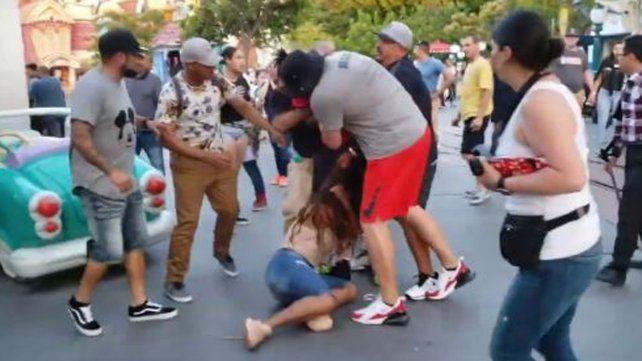 Habló el hombre que detuvo una pelea en un parque de Disney