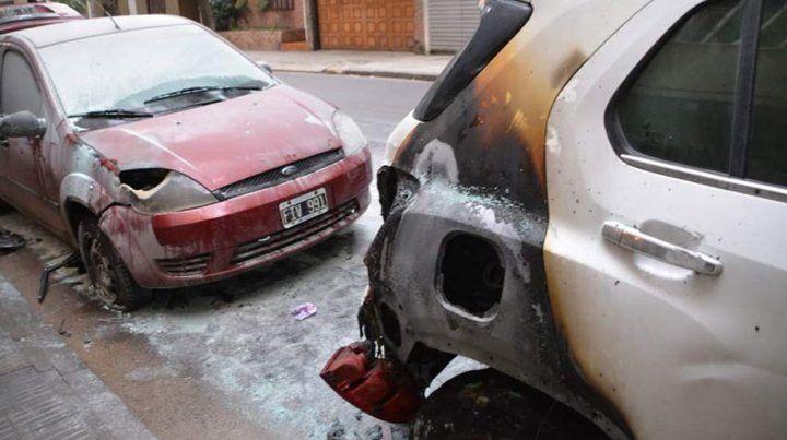 El incendio de dos autos causó preocupación en Montevideo al 500.