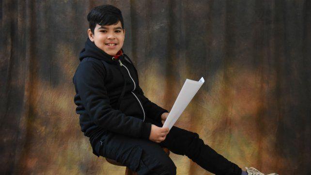 Daian escribió un cuento donde Caperucita Roja asiste a la escuela Itatí.