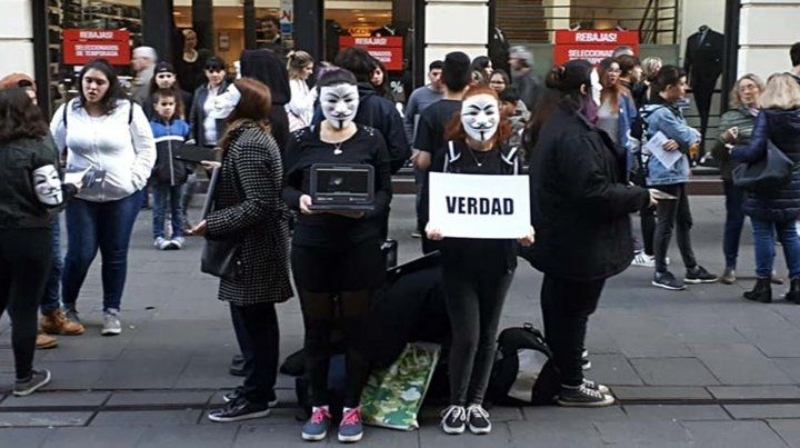 Grupo vegano realizó una original panfleteada en peatonal Córdoba