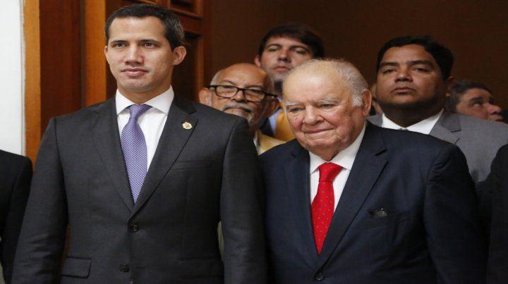 A negociar. Guaidó estuvo con el asesor de la UE