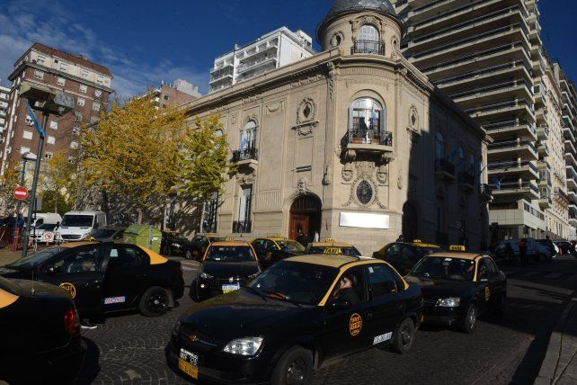 Taxistas aseguran que Cabify sigue en falta y la Municipalidad debe hacerle caducar la licencia