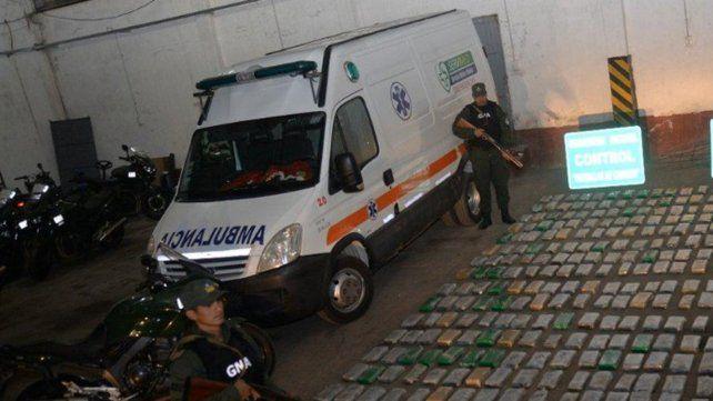 Decomisan un cargamento de marihuana oculto en una ambulancia y detienen a un médico que lideraba la banda