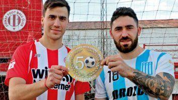 Menna y Tosello, símbolos de Firmat FC y Argentino, promocionan los 50 años del clásico local.