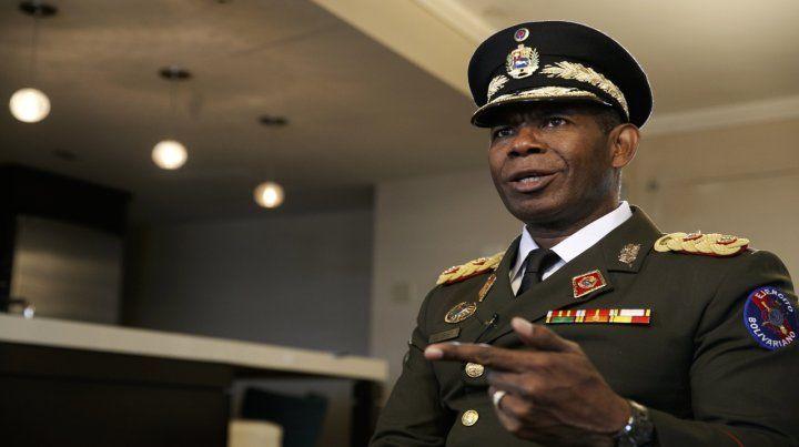El general Figuera en Washington. Confirmó numerosos crímenes del régimen de Caracas.