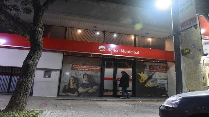 Para aportar. La sucursal del banco Municipal de avenida Alberdi 315.