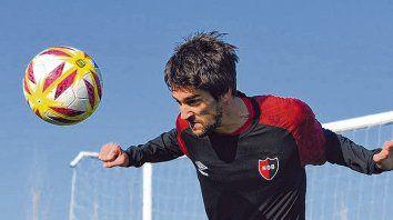 En acción. Albertengo ayer se puso bajos las órdenes del cuerpo técnico leproso. Su arribo al club es a préstamo por un año.