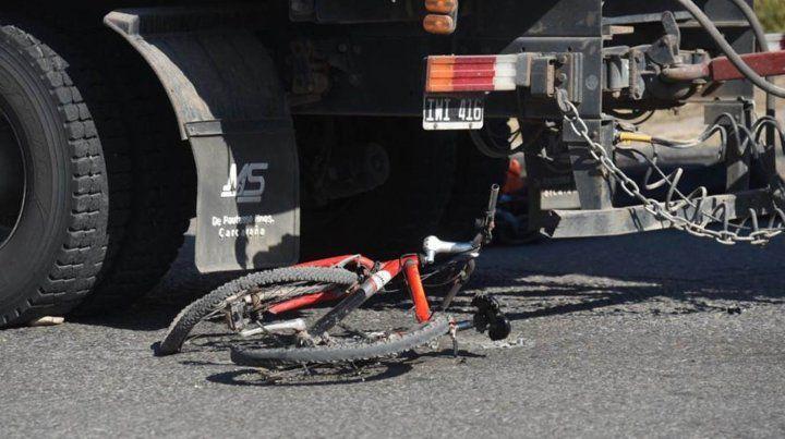 Un ciclista murió al ser atropellado por un camión en la zona oeste