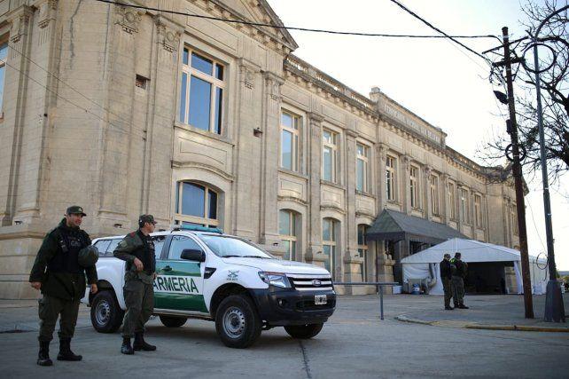 En las inmediaciones de la Estación Belgrano ya hay un fuerte operativo de seguridad de las fuerzas federales. (Foto: diario Uno de Santa Fe)