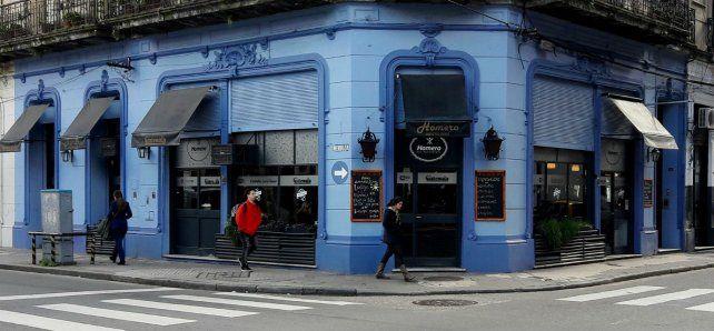 El joven ladrón se llevó varios elementos de un bar céntrico que posteriormente fueron recuperados por la policía. (Foto: Facebook del bar)
