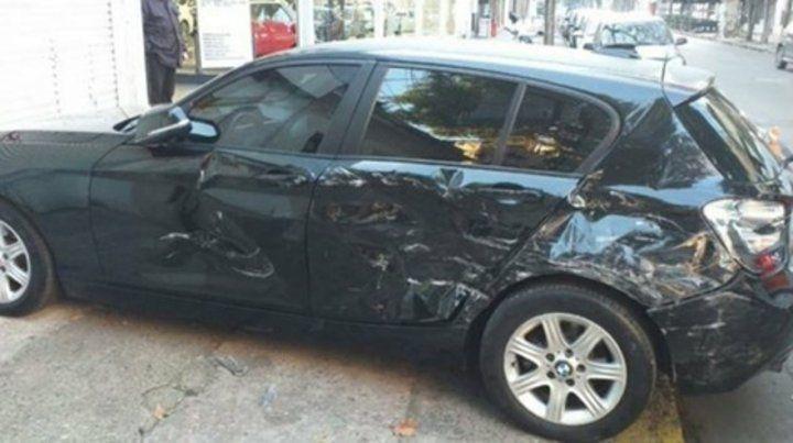 Destrozado. Así quedó el BMW del presunto infiel tras ser descubierto con otra mujer por su pareja.