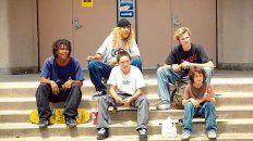 Debutantes. El elenco del filme está integrado en su mayoría por reconocidos skaters de Los Angeles, la ciudad donde creció el director.