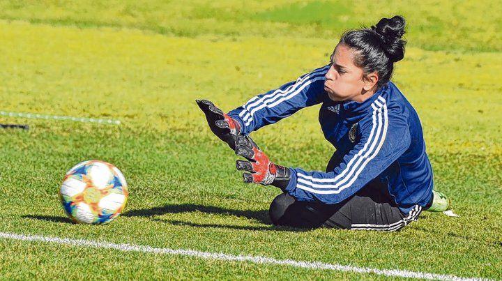 Correa. La rosarina practicó ayer en Ezeiza junto a otras 17 jugadoras que eligió Borrello para Lima.